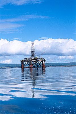 An offshore oil platform - p5751534f by Martin Almqvist