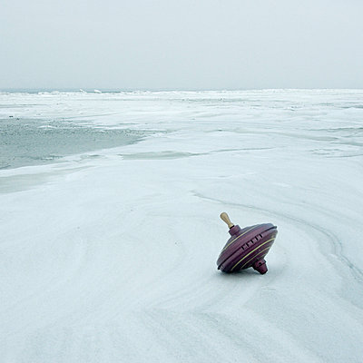 Toy on a beach in winter - p992m721007 by Carmen Spitznagel