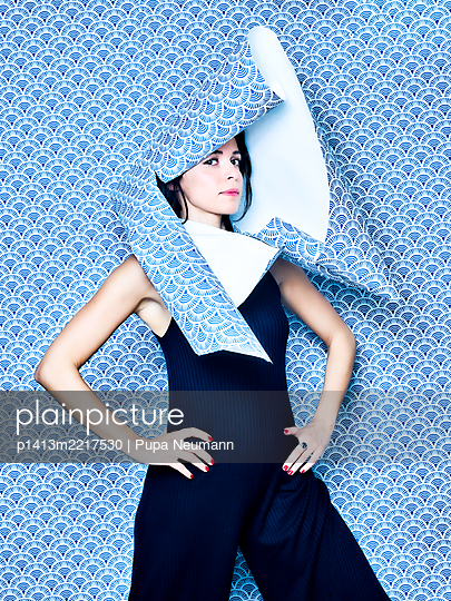 Woman in blue jumpsuit under wallpaper - p1413m2217530 by Pupa Neumann