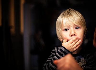 Blonder Junge - p1421m2015325 von Simon Fröhlich