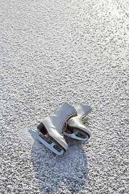 Ice-skate - p4640863 by Elektrons 08