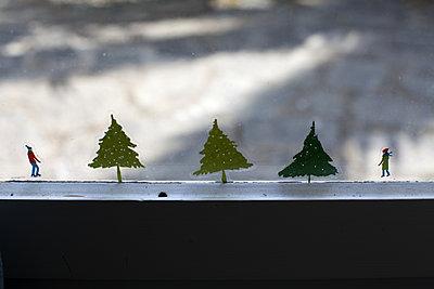 Windowsill decoration - p596m1185288 by Ariane Galateau