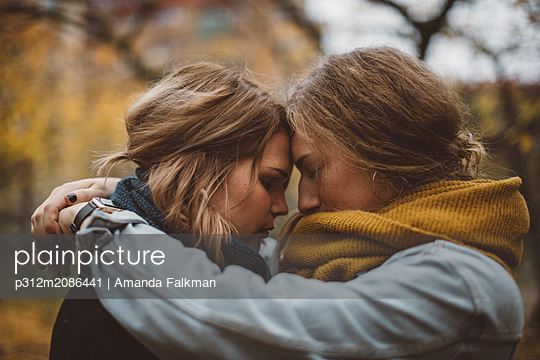 Women together - p312m2086441 by Amanda Falkman