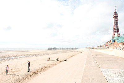Blackpool beach - p1289m1123998 by Elisabeth Blanchet