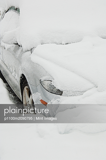 Car buried in snow - p1100m2090795 by Mint Images