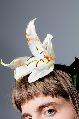 Fascinator - p1212m1111243 by harry + lidy