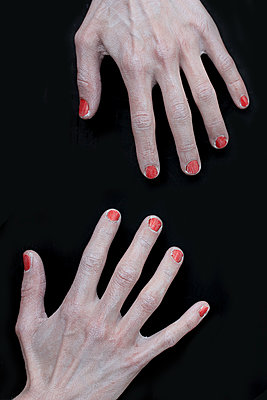 Left hand and right hand - p450m1092505 by Hanka Steidle