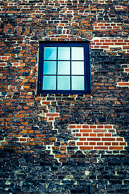 Brick building with a window - p1170m2081721 by Bjanka Kadic
