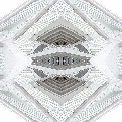 Abstract kaleidoscope pattern Liège-Guillemins station in Liège - p401m2207485 by Frank Baquet
