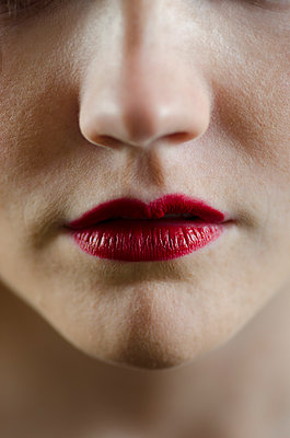 Close up of woman's lips  - p794m899078 by Mohamad Itani