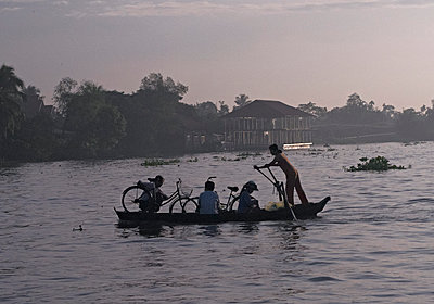 Passengers commute across the river - p934m1451358 by Morgan Ommer