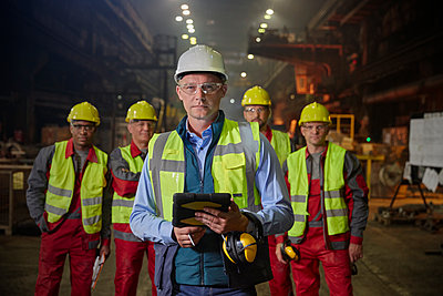 Portrait confident supervisor and steelworkers in steel mill - p1023m1519925 by Agnieszka Olek