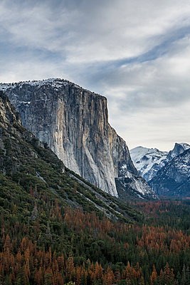 El Capitan Seen From Tunnel View, Yosemite National Park - p1166m2088339 by Cavan Images
