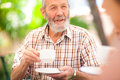 Senior man drinking cup of coffee - p300m978981f by zerocreatives