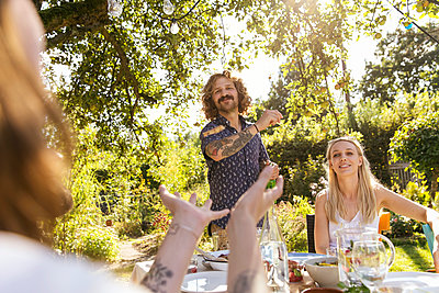 Garden party - p788m2037456 by Lisa Krechting