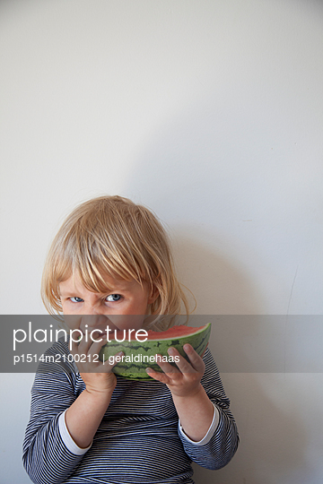 Girl eating a watermelon - p1514m2100212 by geraldinehaas