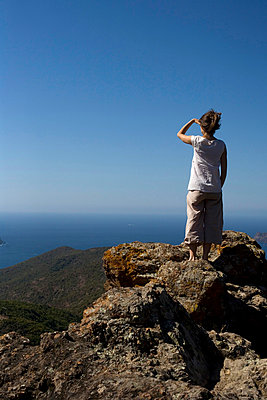 Woman on a high mountain - p1064m856699 by Esmeralda