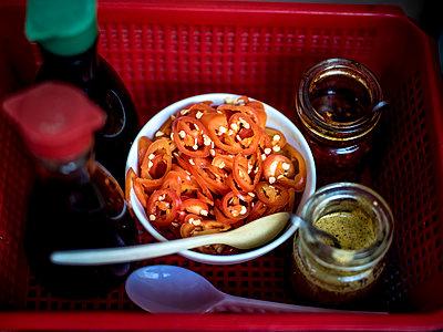 Chillies und andere Gewürze - p393m1452290 von Manuel Krug