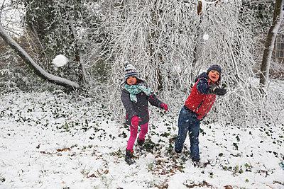Children throwing snowballs  - p1231m1511121 by Iris Loonen