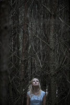 Woman in the forest - p427m944787 by R. Mohr
