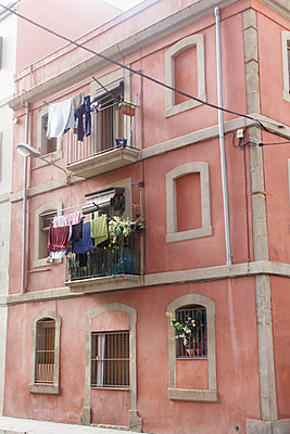 Laundry drying on balcony - p312m1557961 by Johner