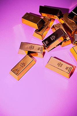 Gold bars - p1149m1589608 by Yvonne Röder