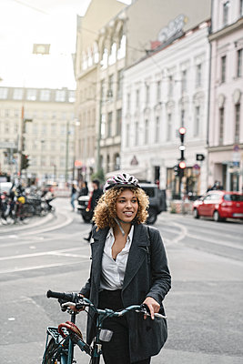 Woman with bicycle in the city, Berlin, Germany - p300m2143455 by Hernandez and Sorokina
