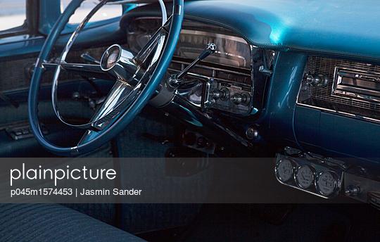 Oldtimer Eldorado Cadillac von innen - p045m1574453 von Jasmin Sander