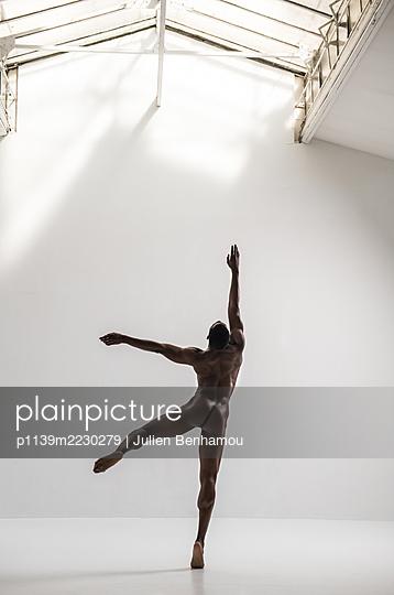 Ballet dancer - p1139m2230279 by Julien Benhamou