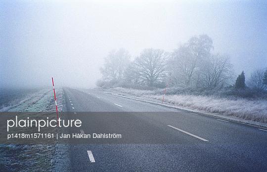 Landstraße im Winter - p1418m1571161 von Jan Håkan Dahlström