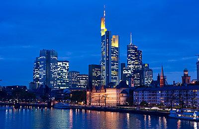 Frankfurt by night - p1354m2292914 by Kaiser