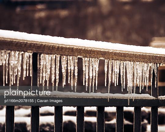 Icy Niagara Falls - p1166m2078155 by Cavan Images