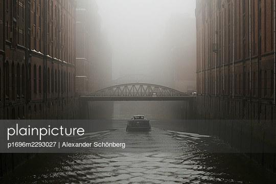 Boat in the Speicherstadt - p1696m2293027 by Alexander Schönberg