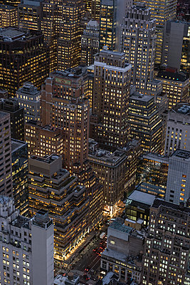 USA, New York City, Manhattan, view from Top of the Rock observation platform - p300m2004083 by Raul Podadera Sanz
