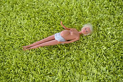 Pregnant Barbie - p427m885866 by Ralf Mohr