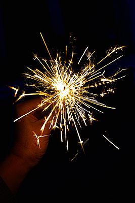 sparkler - p876m2073384 by ganguin