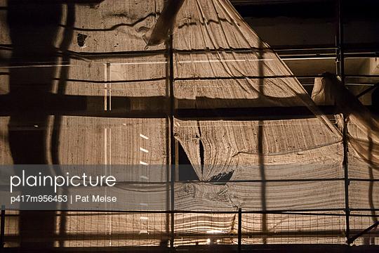 Fassade in der Nacht - p417m956453 von Pat Meise