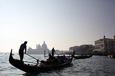 Gondelfahrt in Venedig - p1461m1515458 von NASSIM OHADI
