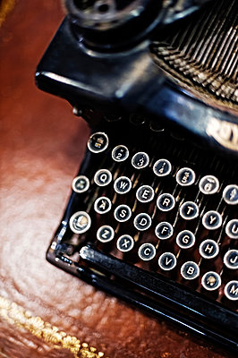 Alte Schreibmaschine - p177m939842 von Kirsten Nijhof