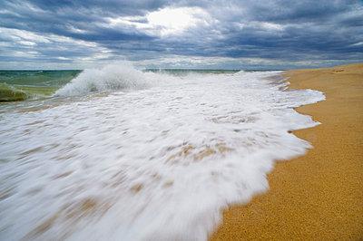 Sea waves splashing on shore - p5756368f by Berggren, Hans