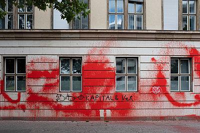 Vandalismus - p975m2100175 von Hayden Verry