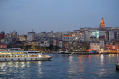 Turkey, Istanbul in the evening - p1354m2285994 by Kaiser