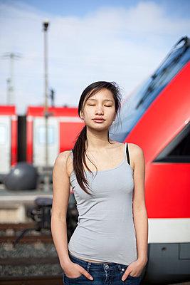 Young woman - p755m1000215 by Henrik Pfeifer