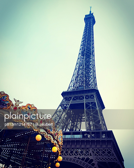 Eiffel tower and carousel, France - p813m1214767 by B.Jaubert