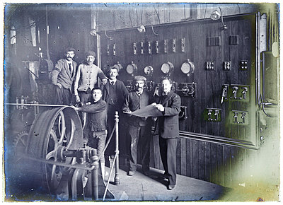 Vintage photograph, men in factory - p265m1487212 by Oote Boe