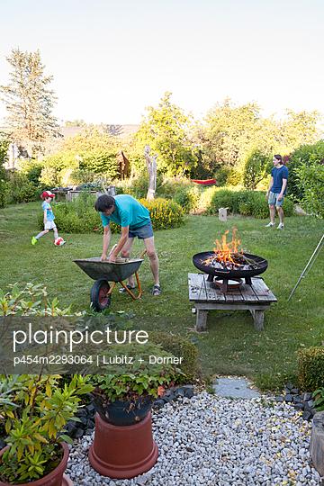 Summer in the garden - p454m2293064 by Lubitz + Dorner