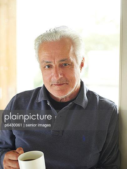Älterer Mann am Laptop  - p6430061 von senior images