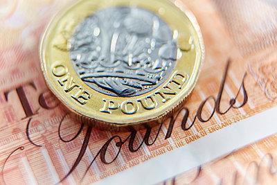 Close up one pound coin on ten pound note - p1023m1575884 by Adam Gault