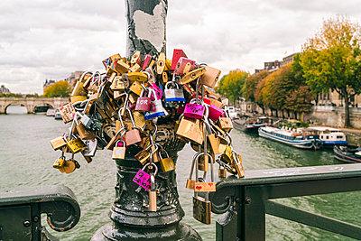 France, Paris, love locks on pole, Seine river - p300m1575161 by A. Tamboly