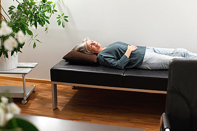 Woman on surgery couch - p981m1000173 by Franke + Mans